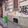 A Milano, in via Settembrini le scritte rimangono