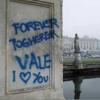 Nuovo sfregio a Prato della Valle, vernice azzurra sulle statue «Deturpato un patrimonio»