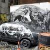 TRA LE MEZZE CALZETTE CON LA BOMBOLETTA IN MANO DI NEW YORK CONTINUA LA CACCIA ALLE OPERE DELL'INVASORE BANKSY
