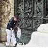 Scritte sul Duomo, scatta il piano anti vandali