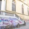 Napoli, fermare i vandali che sfregiano Santa Chiara