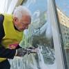 «Spugne e spazzole per ripartire» L'impegno di volontari e cittadini