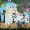 Il paese di Alice graffiti sul muro del Municipio
