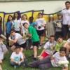 Gli scout cancellano i graffiti fatti dai vandali a scuola e in biblioteca