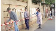 Applausi agli alpini che ripuliscono i muri delle Molinette