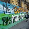 La guerra dei graffiti , davanti al liceo