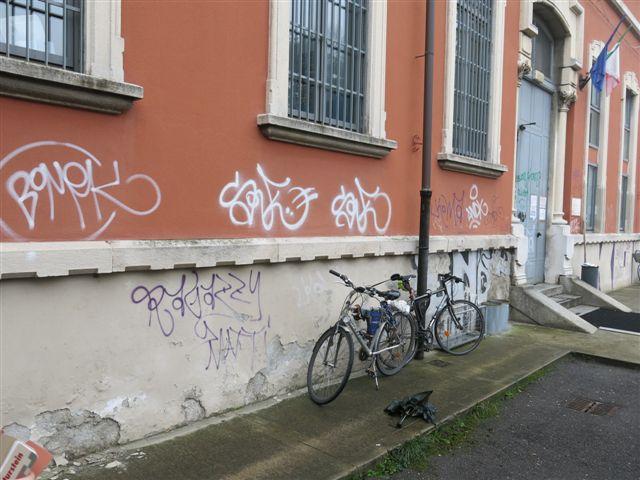 Il muro dell'istituto Olivetti prima dell'intervento