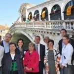 Commercianti, volontari di Venezia, Assessore Maggioni e Presidente dell'Associaziona Nazionale Antigraffiti Amato. sotto il ponte, dopo l'intervento